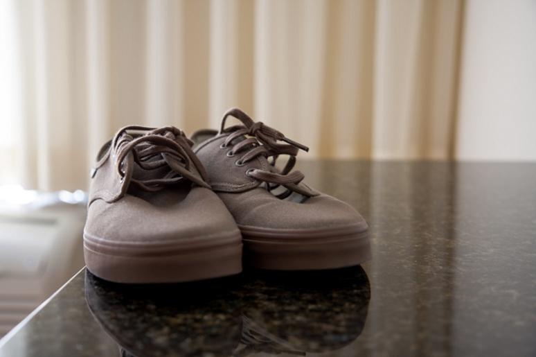 groom wedding sneakers photo.jpg