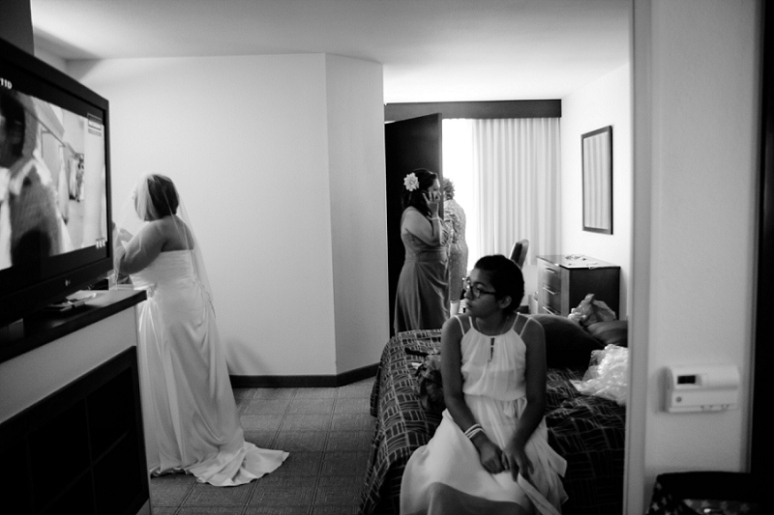 bride getting ready at hyatt ontario hotel photo